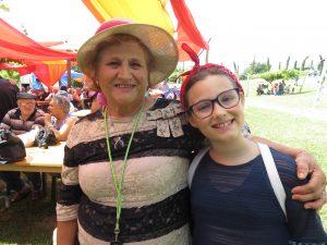Adélia Pinto com a neta Maria, de 10 anos